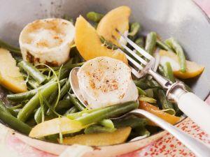 Fruchtiger Bohnensalat mit gegrilltem Ziegenkäse Rezept