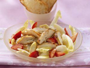 Fruchtiger Chicoréesalat mit Hähnchenbrust Rezept