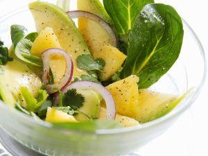 Fruchtiger Feldsalat mit Avocado Rezept