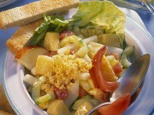 Fruchtiger Gemüsesalat mit Ei Rezept