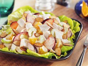 Fruchtiger Hähnchensalat mit Orangen, Sellerie und Mandeln Rezept