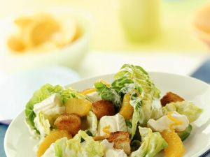 Fruchtiger Kopfsalat mit Käse Rezept