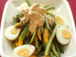 Fruchtiger Spargelsalat mit Currysauce Rezept