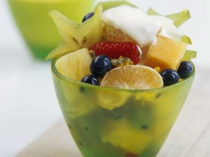 Fruchtsalat mit Sahnetuff Rezept