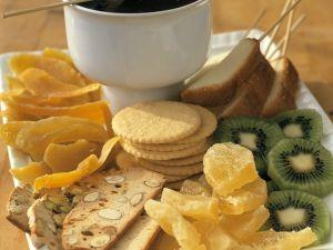 Früchte, Kekse und Kuchen zum Schokofondue Rezept