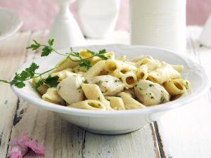 Frühlingshafte Pasta mit Hähnchen und weißem Spargel Rezept