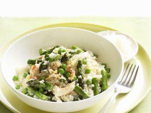Frühlingshaftes Risotto mit grünem Spargel, Erbsen und Krabbenfleisch Rezept