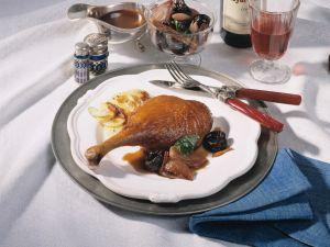 Gänsekeulen mit Armagnac-Zimt-Pflaumen und Kartoffel-Sellerie-Gratin Rezept