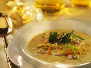 Ganslsuppe mit Gemüsejulienne Rezept
