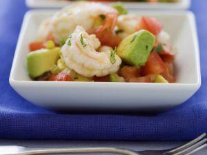 Garnelen auf Avocado-Tomaten-Salat Rezept