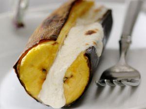 Gebackene Banane mit Frischkäse gefüllt Rezept