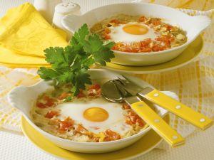 Gebackene Eier auf Pilzen und Tomaten Rezept