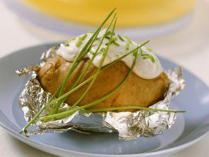 Gebackene Kartoffel mit Schnittlauchcreme Rezept