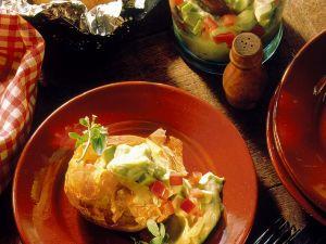 Gebackene Kartoffeln mit Avocadocreme Rezept