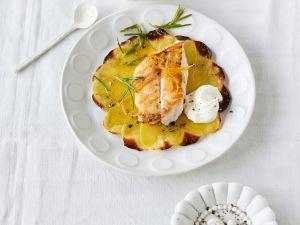 Gebackene Kartoffelscheibchen mit Fischfilet Rezept