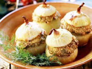 Gebackene Zwiebeln mit Sardellenfüllung Rezept