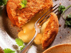 gebackener camembert auf feldsalat rezept eat smarter. Black Bedroom Furniture Sets. Home Design Ideas