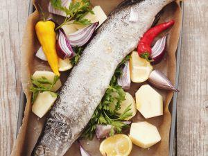 Gebackener Hecht mit Gemüse und Zitrone Rezept