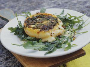 Gebackener Käse  mit Kräuterkruste Rezept