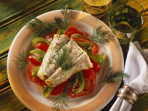 Gebackener Seelachs mit Gemüse Rezept