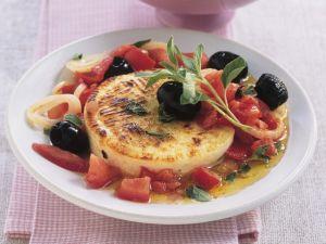 Gebackener Ziegenkäse mit Oliven und Tomaten Rezept
