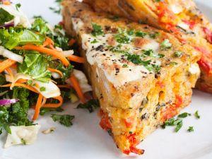 Gebackenes Panino mit Mozzarella, Tomate und Olive Rezept