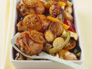 Gebackenes Zitronen-Hähnchen mit Gemüse Rezept