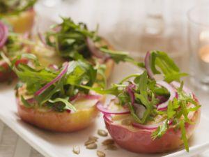 Gebratene Äpfel mit Zwiebel-Rucola-Salat Rezept