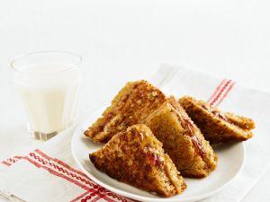 Gebratene Erdnuss-Marmeladen-Toastecken Rezept