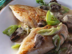 Gebratene Hähnchenbrust und Lauchgemüse mit Morcheln Rezept
