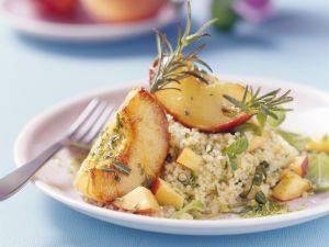 Gebratene Pfirsiche mit Rosmarin dazu Couscous Rezept
