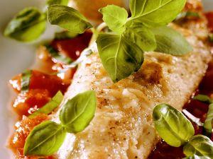 Gebratene Rotbarbe mit Tomatensauce Rezept