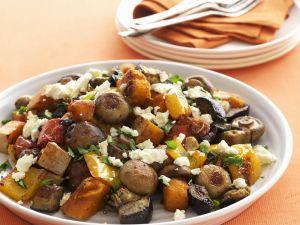 Gebratener Gemüsesalat mit Schafskäse Rezept