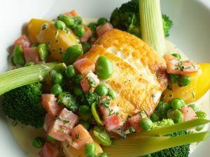 Gebratener Heilbutt mit Gemüsesoße Rezept
