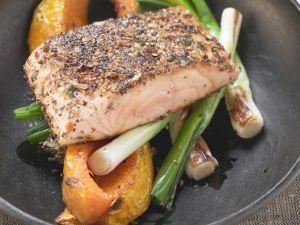 Gebratener Lachs mit gemischtem Gemüse Rezept