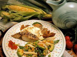Gebratener Schwertfisch mit Bratkartoffeln und Nudelsalat Rezept
