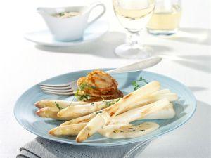 Gebratener Spargel mit Parmesan-Sabayon und kleinen Pfannküchlein Rezept