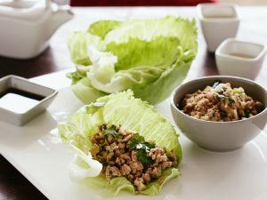 Gebratenes Hackfleisch mit Salat (aus China) Rezept