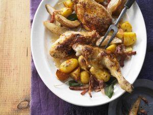 Gebratenes Hähnchen mit Bacon, Birnen und Kartoffeln Rezept