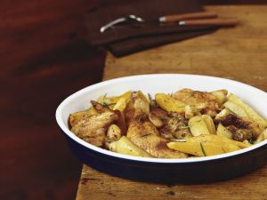 Gebratenes Hähnchen mit Kartoffeln und Kürbis Rezept