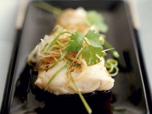 Gedämpfter Fisch im Kantoneser Stil mit Koriander Rezept