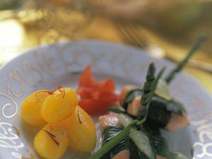 Gedämpfter Lachs im Lauchpäckchen mit Kartoffeln Rezept