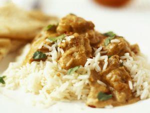Geflügel in Currysoße mit Mandeln dazu Reis Rezept
