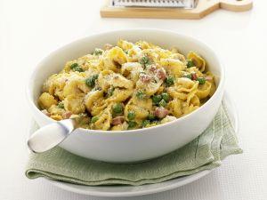 Gefüllte Nudeln mit Erbsen, Schinken und Parmesan Rezept