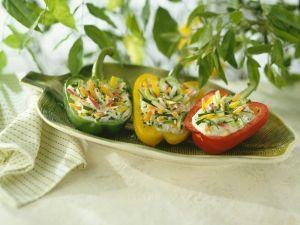 Gefüllte Paprikaschoten mit Gemüse und Joghurt Rezept