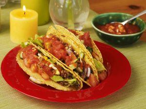 Gefüllte Taco-Shells mit Tomatensalsa und Hackfleisch Rezept