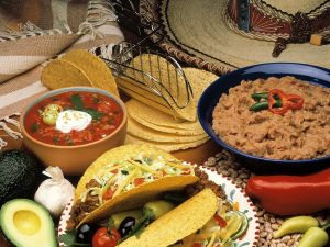 Gefüllte Tacos mit Dips Rezept