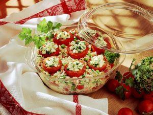 Gefüllte Tomaten auf Reis gegart Rezept