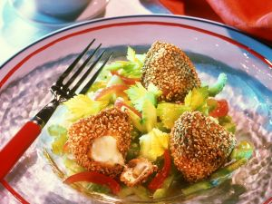 Gefüllte Walnuss-Brot-Ecken mit Tomaten-Sellerie-Salat Rezept