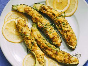 Gefüllte Zucchini mit Avocado und Käse Rezept